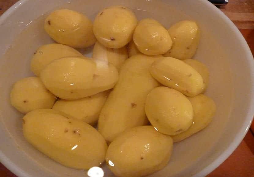 Conservar patatas en agua