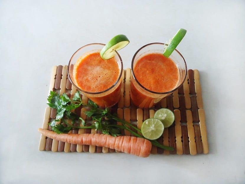 Licuado de manzana y zanahoria