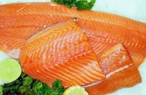 salmon al eneldo con salsa de limón