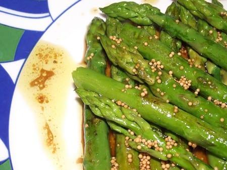 receta sencilla,rapida y versátil, esparragos con vinagreta de mostaza en grano