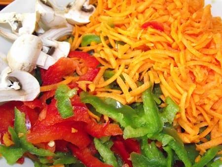 pimientos, zanahorias y champiñones cortados