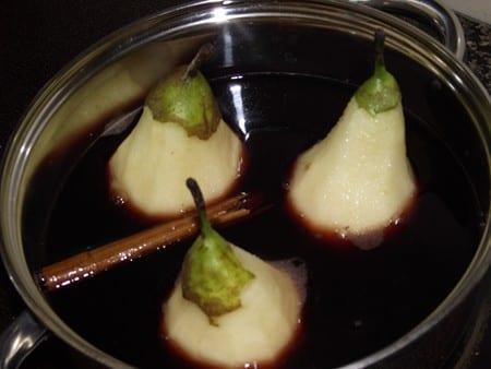 peras hirviendo para lograr la receta de hoy