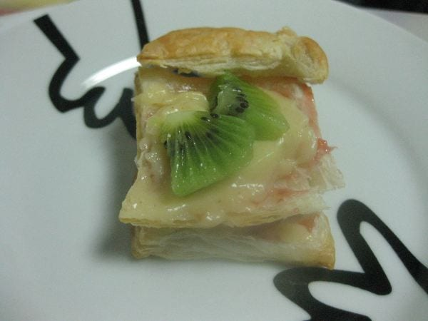 milhojas crema catalana frutas