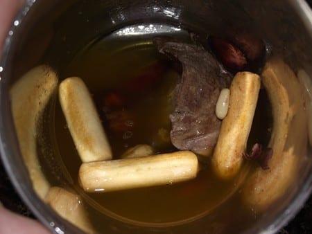 ingredientes para picada, palitos,almendras,avellanas,jugo,higado etc.
