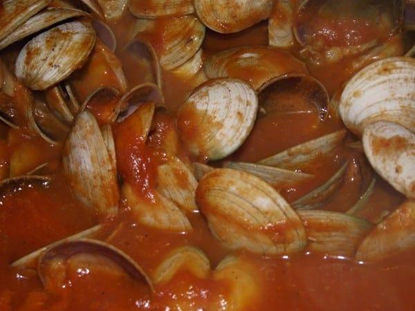 receta finalizada de almejas con salsa picante