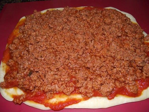 base de pizza con carne picada picante