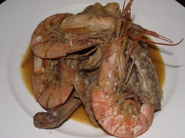 receta finalizada de conejo con gambas
