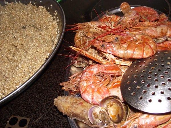 arroz pasado por el sofrito del marisco