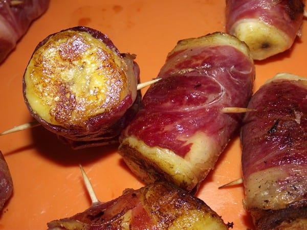 pincho finalizado de plátano con jamón ibérico