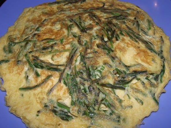 receta finalizada de tortilla con espárragos de margen