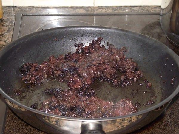 morcilla desmenuzada para mezclar con las patatas