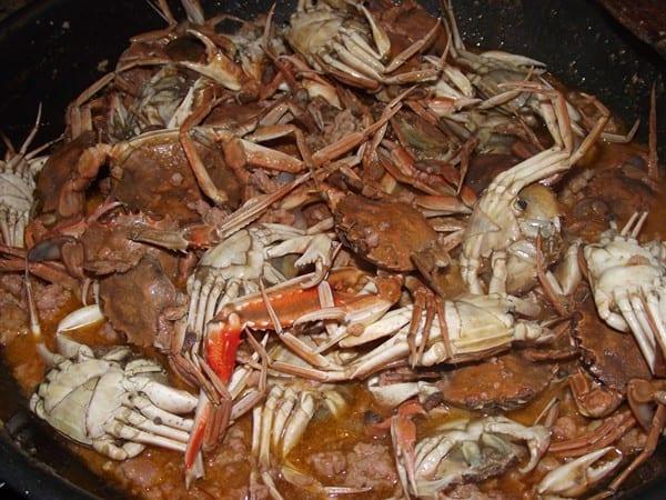 receta de cangrejos con carne picada y salsa picante finalizada