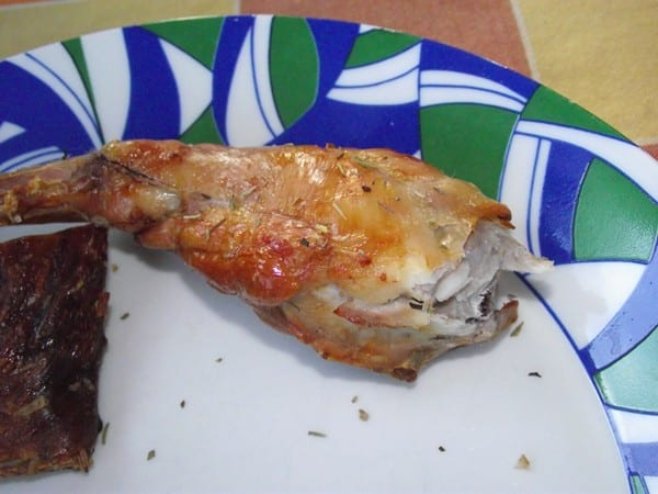 receta finalizada de conejo al horno con especies