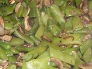 receta finalizada de salteado de judías verdes con ajos tiernos y setas
