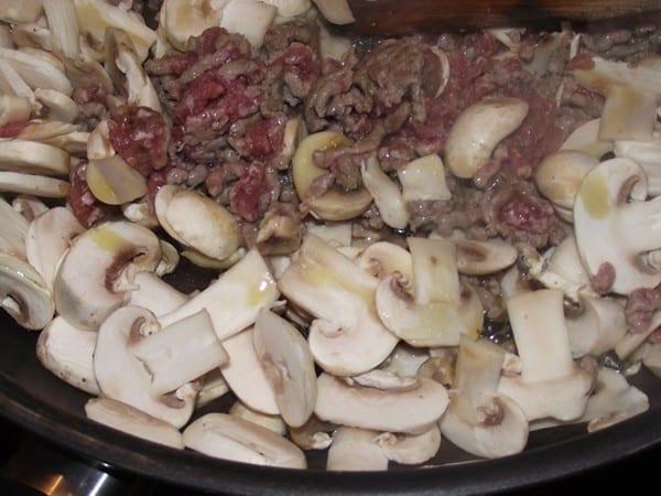 setas y carne haciendose