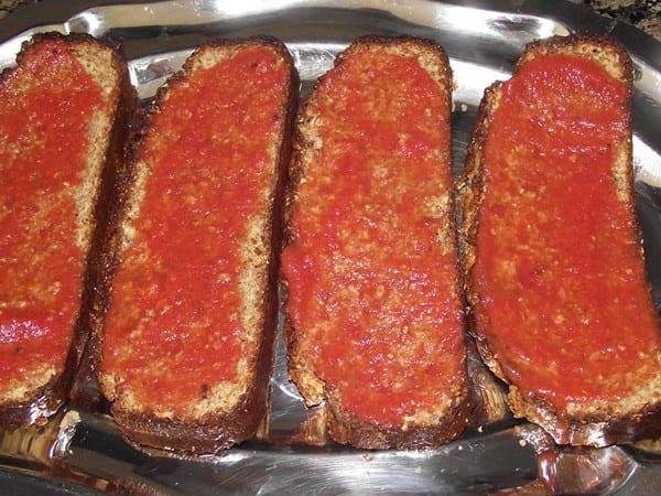 pan tostado y untado con tomate