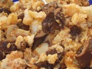receta finalizada de coliflor con pollo y setas