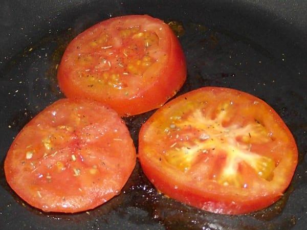rodajas de tomate a la plancha