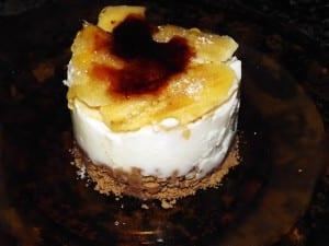 receta finalizada de crujiente de yogur con plátano