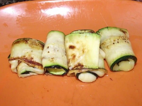 receta finalizada de rollitos de calabacin con queso
