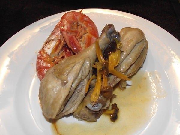 receta finalizada de pollo con gambas y setas