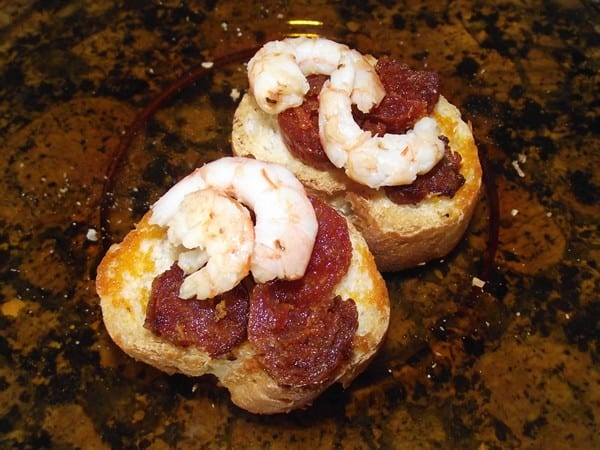 receta finalziada de montadito tostado con chorizo y gambas