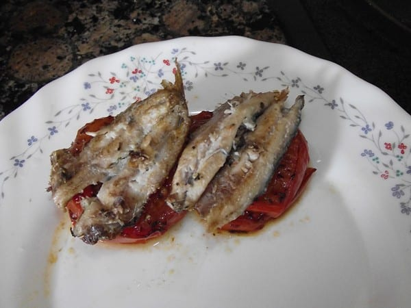 receta finalizada de milhojas de anchoa a la plancha con tomate