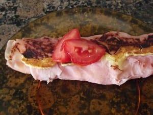 receta finalizada de rollo de jamón york y queso a la plancha