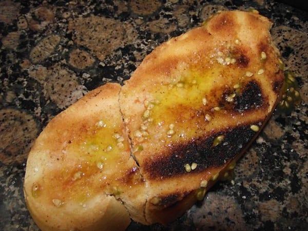 pan tostado y aliñado