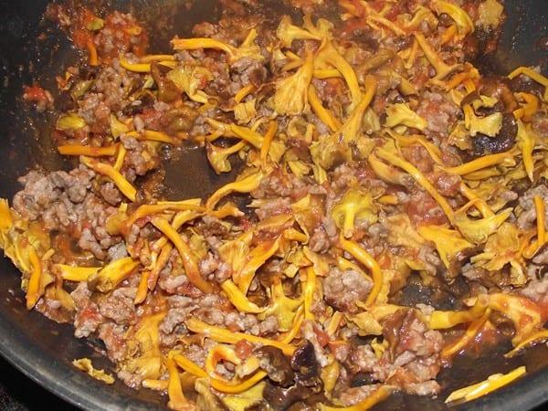 carne picada con setas y tomate