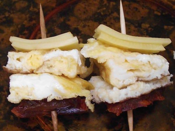 receta finalizada de pincho de tortilla con morcon y queso