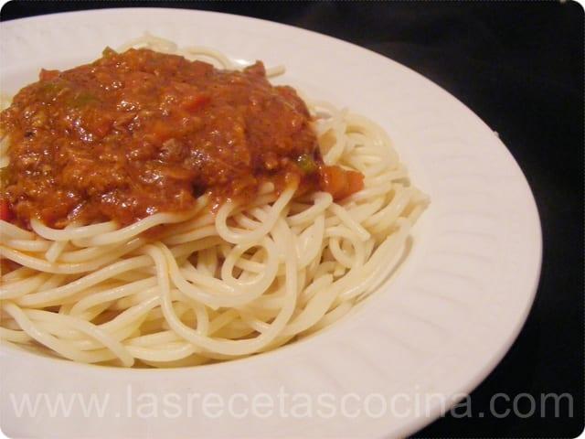 Salsa de tomate con atún para pasta