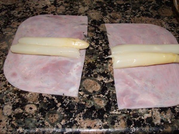 Loncha de jamon y esparragos cortados