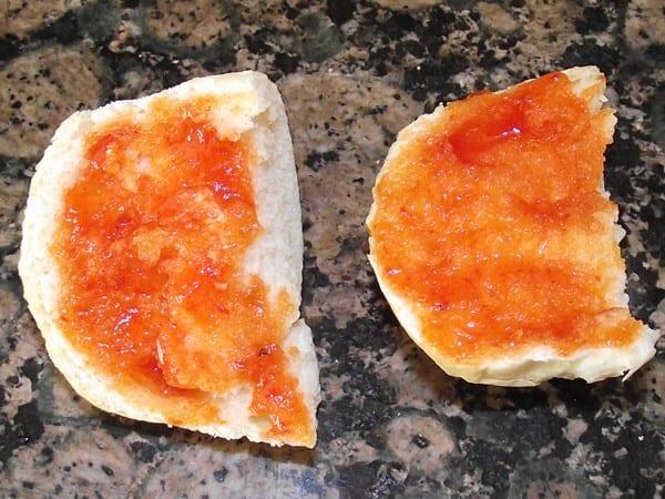 pan con mermelada picante