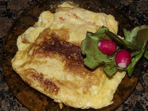 receta-finalizada-de-tortilla-de-pan-con-tomate-y-jamón