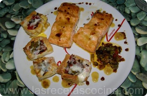 Salmón glaseado al curry con volavanes de pimientos