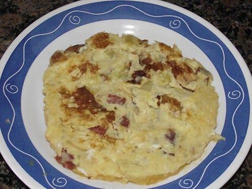 tortilla_de_puré_de_patatas_con_chorizo_y_cebolla