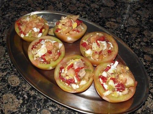 receta_finalizada_de_tomates_rellenos_de_huevo_atún_y_piquillo