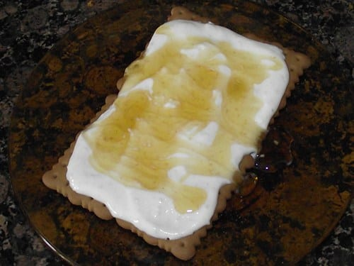 receta_finalizada_de_postre_de_queso_galleta_y_miel