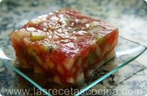 Tarta de frutas con gelatina de sandía