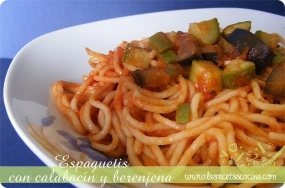 Espaguetis con calabacín y berenjena