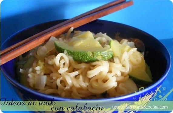Fideos al wok con calabacín