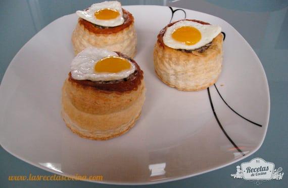 Canapé de champiñón con huevo de codorniz