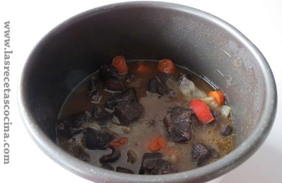 Carrilleras de ternera recién cocinadas