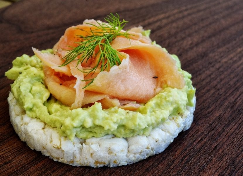 Tortitas de arroz con salmón