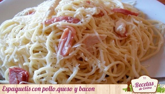 Espaguetis con pollo, queso y bacon, ingredientes aprovechados