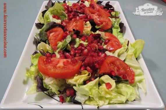 Lechuga, tomate y granada