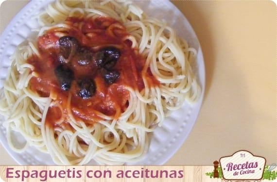 Espaguetis con aceitunas