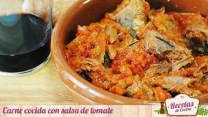 Carne cocida con salsa de tomate