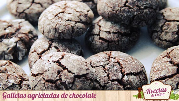 Galletas agrietadas de chocolate